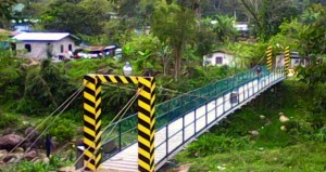 Puente de hamaca que beneficia a muchas familias que residen en El Merendón.
