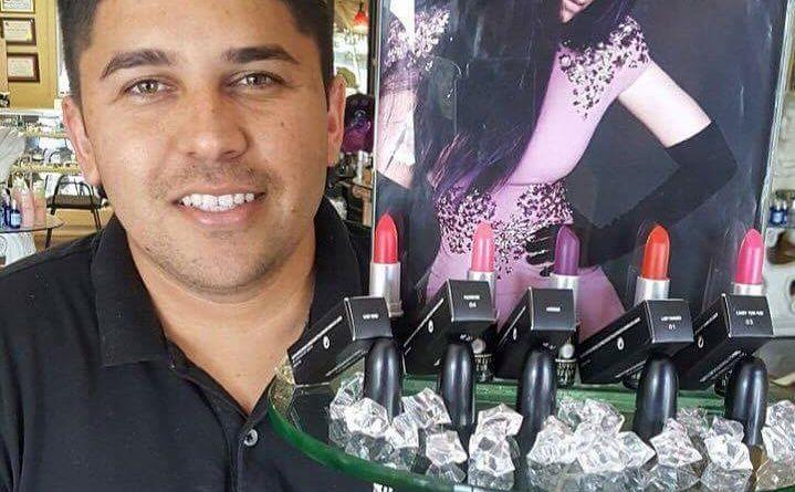 Hondureño lanza su propia línea de labiales en EEUU