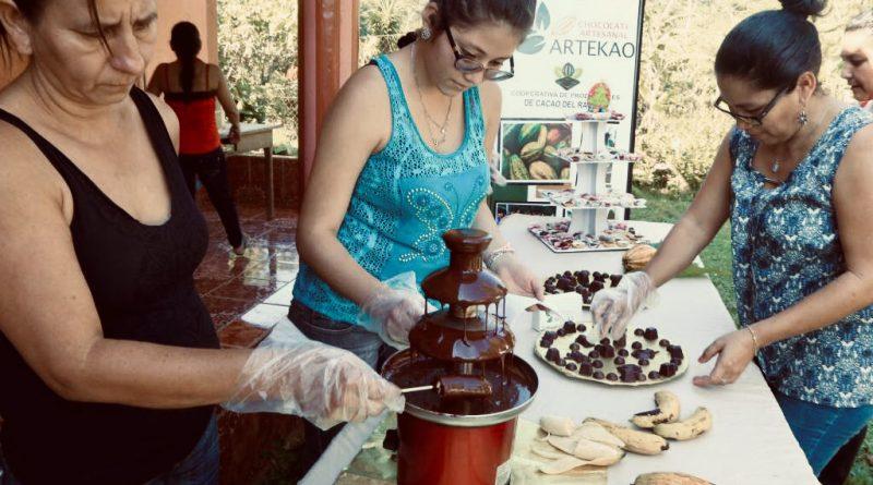 Capacitan a mujeres en producción especializada de chocolates